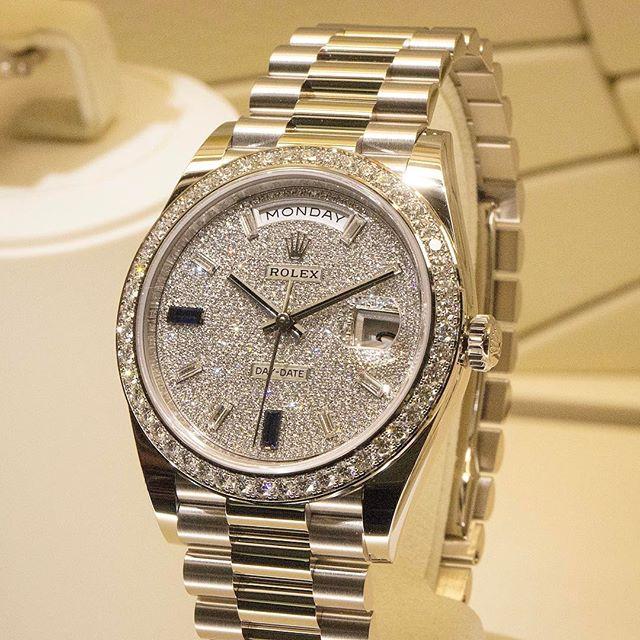 Rolex Day-Date 40 Ref. 228349RBR - Diamant- und Saphirpavé